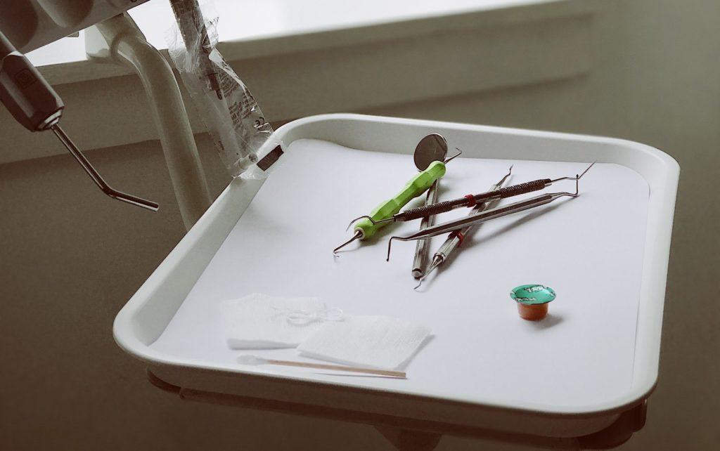 Foto von Werkzeug eines Zahnarztes