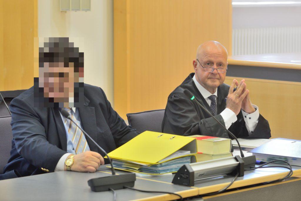 Heilpraktiker mit Verteidiger beim Landgericht Regensburg